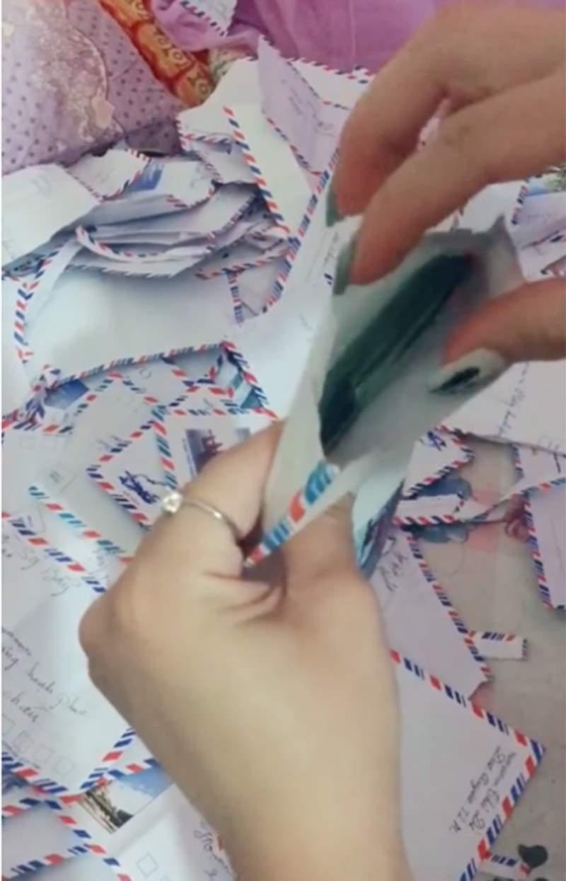 Xôn xao clip cô dâu được người yêu cũ mừng cưới cả xấp tiền 500k dày cộp lên đến hàng chục triệu đồng 1