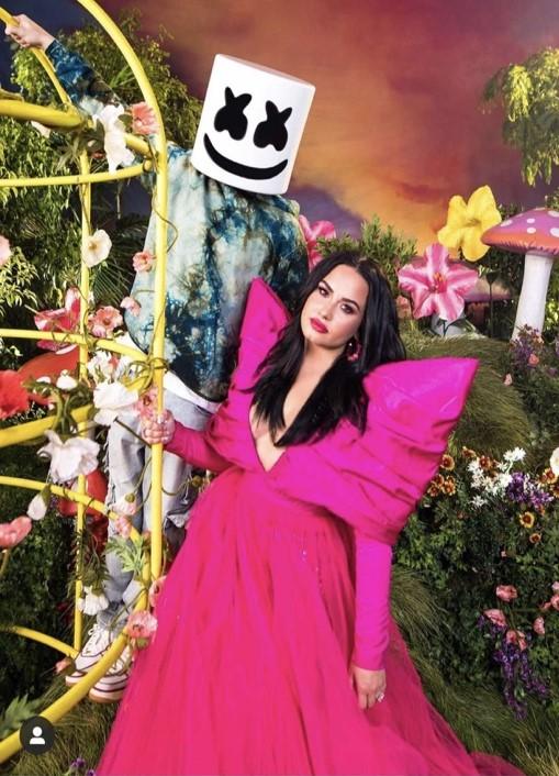Demi Lovato và chiếc đầm Made by CONG TRI trong bản hit 'OK not to be OK'.
