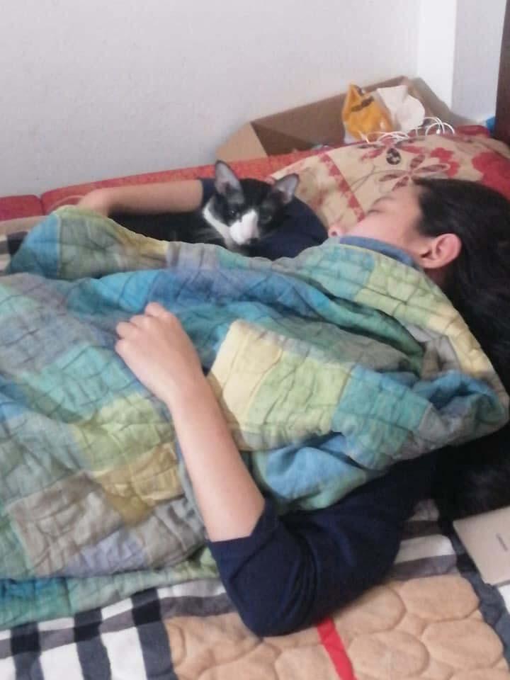 Cô gái'bóc phốt' chị cùng phòng ở bẩn, dẫn bạn trai về chơi nhưng thiếu ý tứ, tạo đủ tư thế'nóng mặt' trên giường 1
