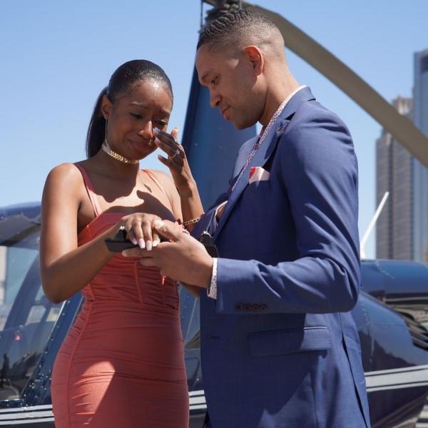 Chàng trai cầu hôn bằng 5 chiếc nhẫn kim cương sang chảnh cho bạn gái thỏa thích chọn lựa 2