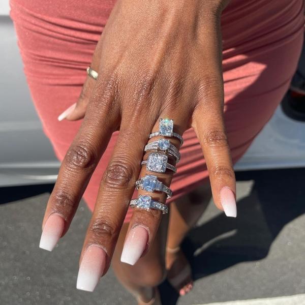 Chàng trai cầu hôn bằng 5 chiếc nhẫn kim cương sang chảnh cho bạn gái thỏa thích chọn lựa 4