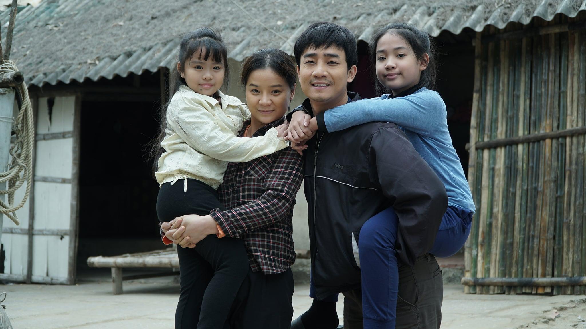 Hai nhân vật nhí Phương Nam và Diệp cùng hai bố mẹ làông Tuấn (Đỗ Duy Nam) và bà Bích (Linh Hương)
