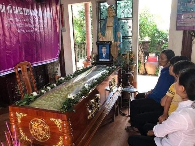 Xót xa tang lễ của nam sinh Nghệ An tử vong sau khi cứu sống 4 cô gái tắm biển ở Huế 1