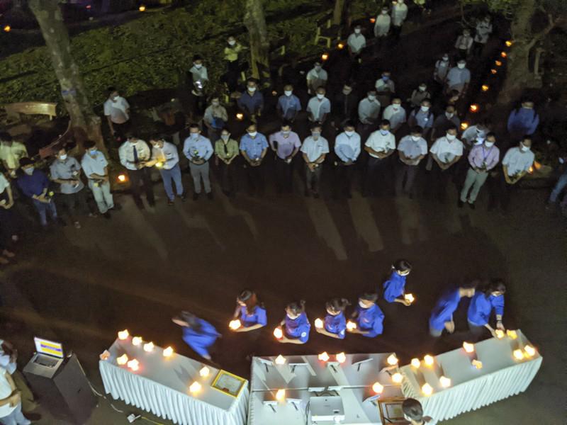 Xúc động lễ tưởng niệm nam sinh tử nạn khi cứu 3 bạn gái đuối nước ở Huế: Nhiều người không kìm được nước mắt 0