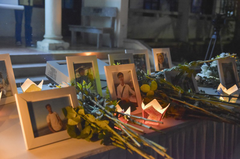 Xúc động lễ tưởng niệm nam sinh tử nạn khi cứu 3 bạn gái đuối nước ở Huế: Nhiều người không kìm được nước mắt 2