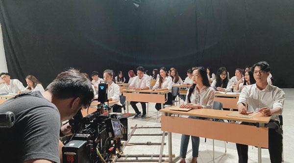 Sinh viên khoa Quốc tế, Đại học Quốc gia Hà Nội tung MV cực chất tặng 'ma mới' 2