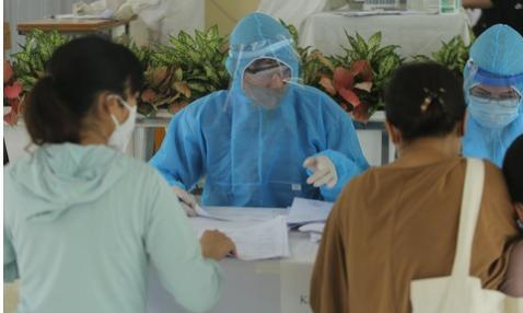 Thường Tín đối diện với nguy cơ bùng phát dịch bệnh khi phát hiện thêm 7 ca dương tính.