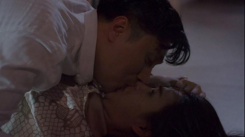 Những lần Hoàng cưỡng hôn Minh.