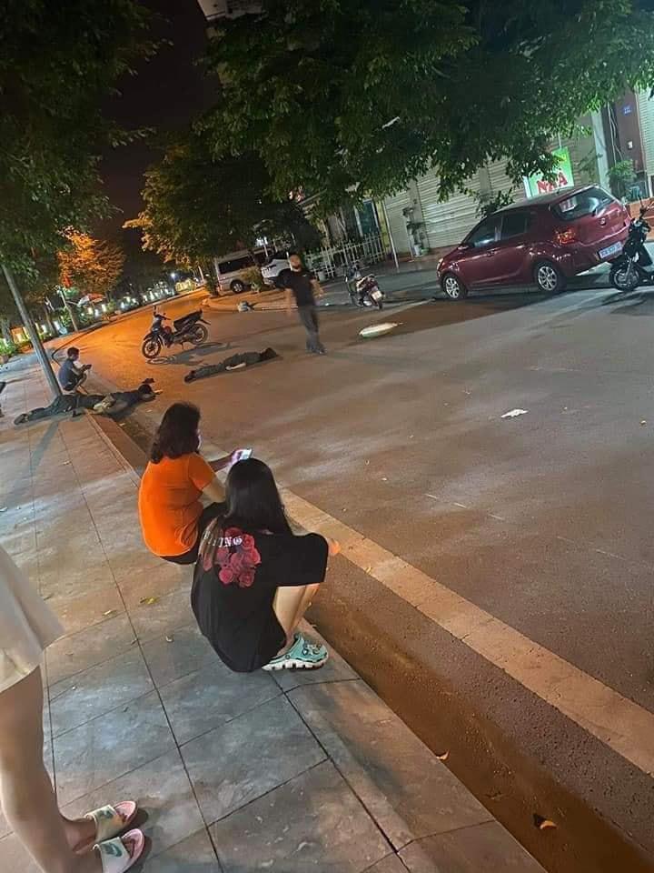 Clip: Xe máy 'kẹp' 3 cô gái tự đâm vào cột điện, 2 người chết tại chỗ, 1 người nguy kịch ở Quảng Ninh 0
