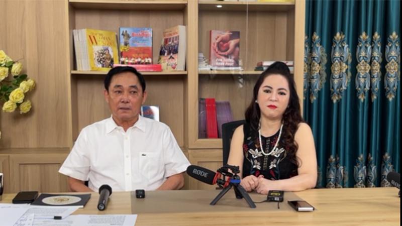 Bà Phương Hằng xuất hiện vào cuối cuộc livestream của ông Dũng 'lò vôi'