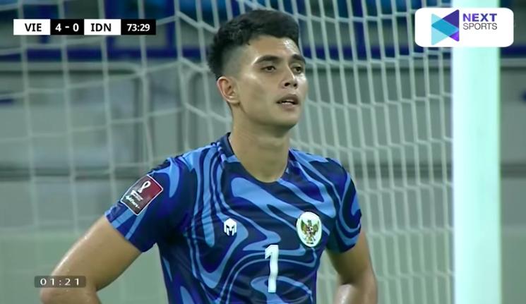 Loạt biểu cảm của thủ thành Indonesia khi Văn Thanh lập siêu phẩm, ấn định chiến thắng 4-0 cho Việt Nam 0