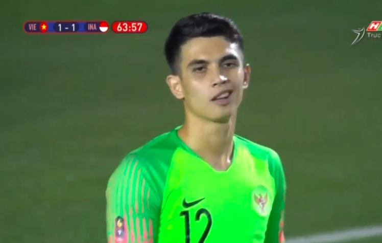 Loạt biểu cảm của thủ thành Indonesia khi Văn Thanh lập siêu phẩm, ấn định chiến thắng 4-0 cho Việt Nam 3