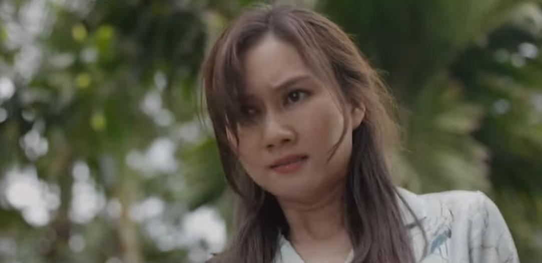Sau khi đuổi Việt về, Tuyết lập tức cho chồng một cái tát 'sấp mặt'.