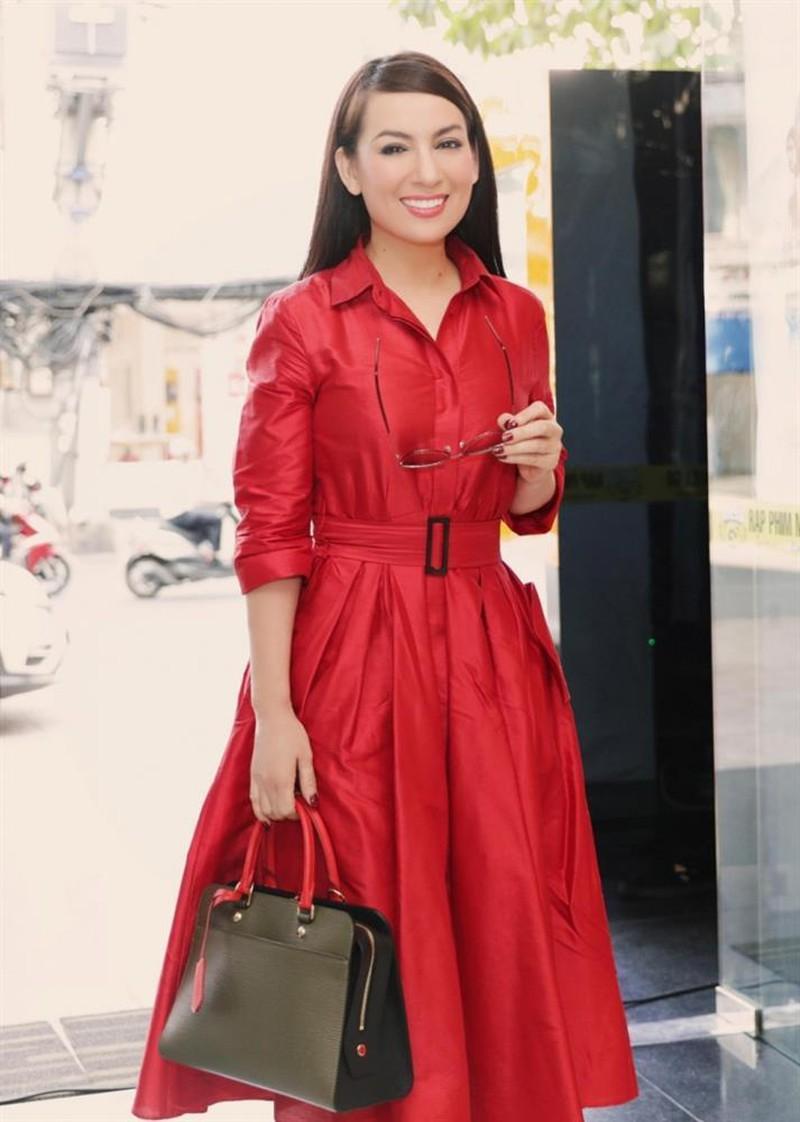 Nữ ca sĩ cũng sử dụng rất nhiều hàng hiệu đắt đỏ.