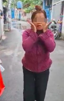 'Tui không có đeo khẩu trang, để cho người ta nhìn rõ cái mặt của tui' - người phụ nữ nói.