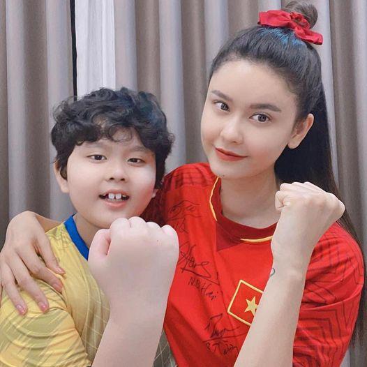 Trương Quỳnh Anh xác nhận vừa phẫu thuật tuyến giáp 1