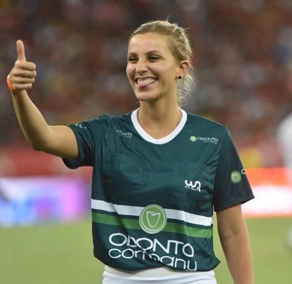 Rộ tin nữ trọng tài xinh đẹp người Brazil sẽ bắt chính trận Việt Nam - Malaysia, cộng đồng mạng 'đứng ngồi không yên' 3