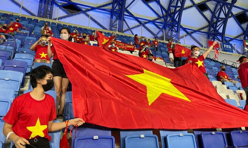 Ở 2 trận đấu gặp Indonesia và Malaysia, rất đông CĐV Việt Nam có mặt trên khán đài tiếp lửa cho thầy trò HLV Park Hang-seo
