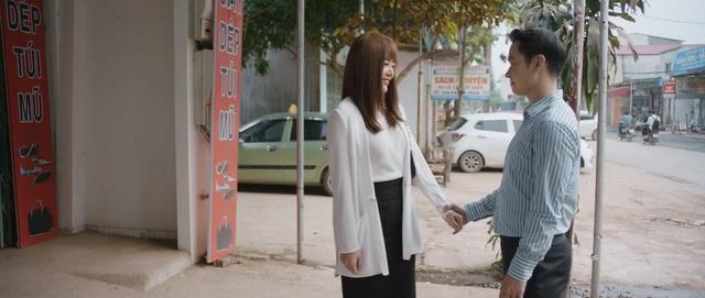 Lệ lần đầu mặc váy trong tập 11 Mùa hoa tìm lại.