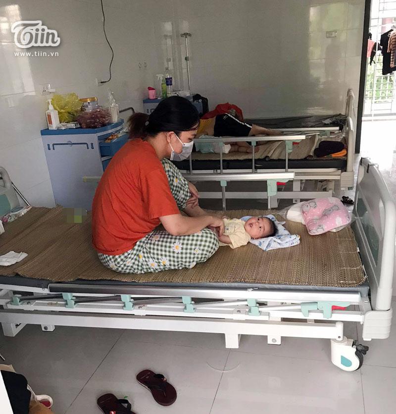 Người mẹ trẻ cùng bé gái 44 ngày tuổi trở thành F0: 'Em mất sữa rồi, con quấy quá, em bế ngày bế đêm' 3