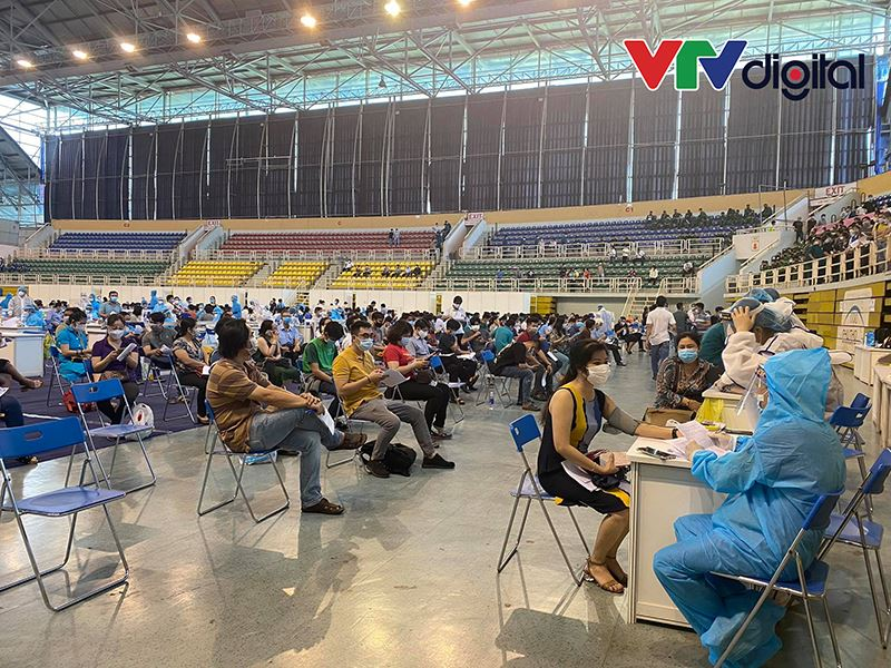 Dự kiến ngày hôm nay sẽ tiêm được khoảng 6-7 nghìn người ở sân vận động Phú Thọ.