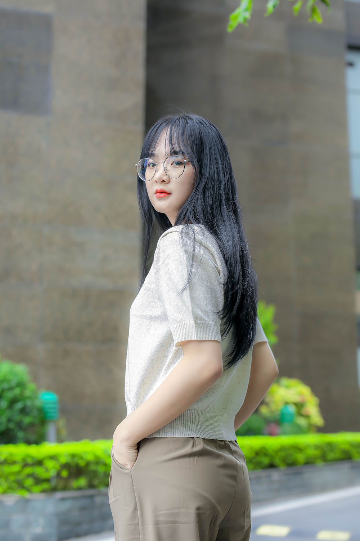 Gấm Kami tên thật là Ma Thị Hồng Gấm, SN 2000, quê tại Tuyên Quang. Hiện nằm trong Top 14 TikToker nhiều follow nhất Việt Nam