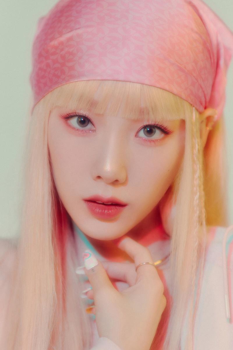 Taeyeon lại khiến fans 'xỉu up xỉu down' với makeup look mới toanh, 'hack' thêm cả chục tuổi 4