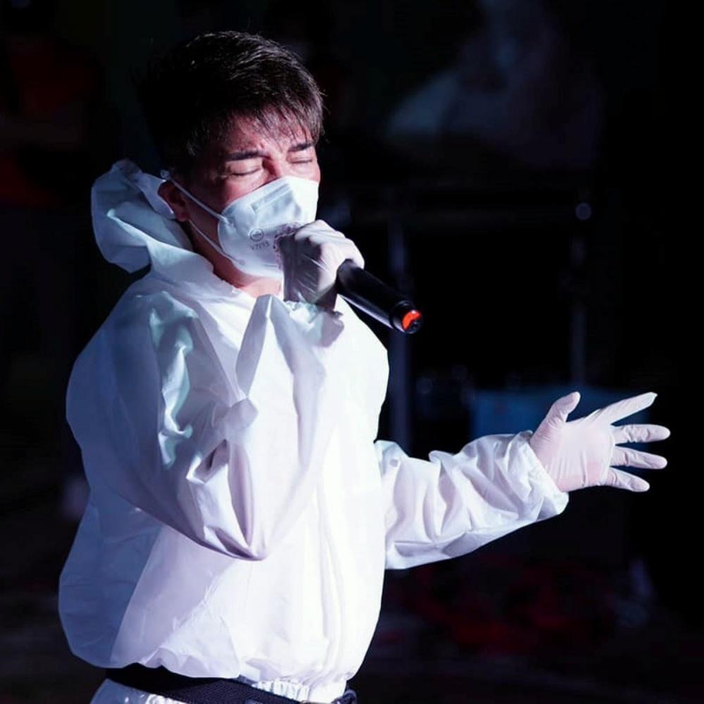 Đàm Vĩnh Hưng biểu diễn tại 3 bệnh viện dã chiến trong 1 đêm.