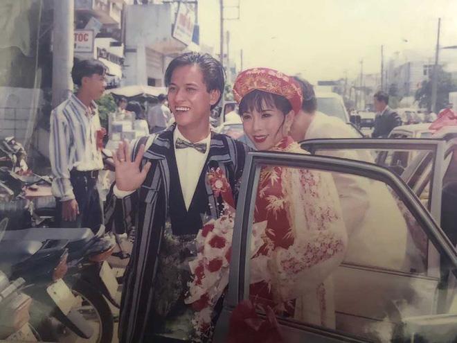 Cách đây hơn 20 năm đám cưới của cặp đôi đã có màn rước dâu vô cùng hoành tráng với dàn xe ô tô nối đuôi nhau.