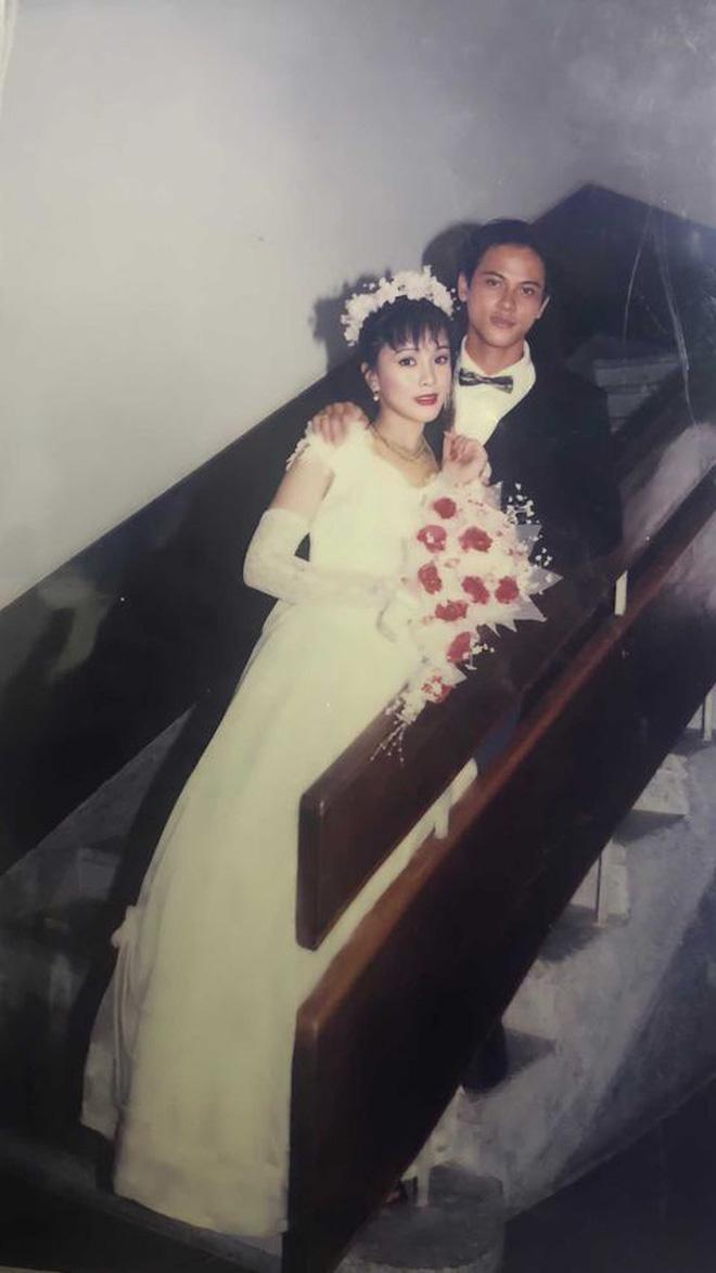 Cô gái gây bão khi khoe ảnh cưới của bố mẹ năm 1998: Chú rể 'đẹp như tài tử' và cô dâu như 'mỹ nhân Hồng Kông' 3