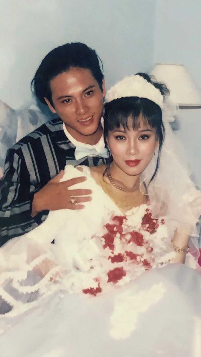 Cả cô dâu và chú rể đều có sống mũi cao cùng đôi mắt to tròn đúng chuẩn hot boy, hot girl.