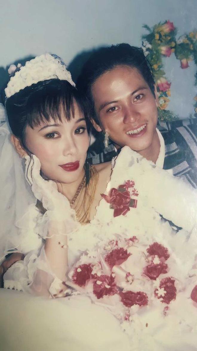 Cô gái gây bão khi khoe ảnh cưới của bố mẹ năm 1998: Chú rể 'đẹp như tài tử' và cô dâu như 'mỹ nhân Hồng Kông' 7