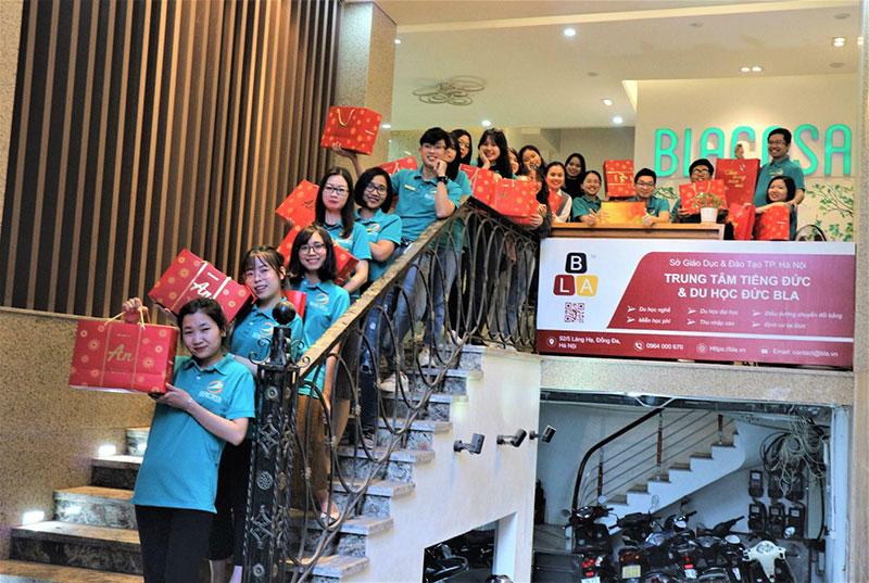 Đội ngũ nhân sự Blacasa tại trụ sở chính 92/5 Láng Hạ, Q. Đống Đa, Hà Nội.