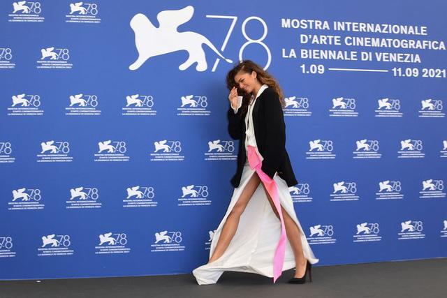 Phá cách tại LHP Venice, bạn gái Người Nhện Zendaya được khen ngợi hết lời 0
