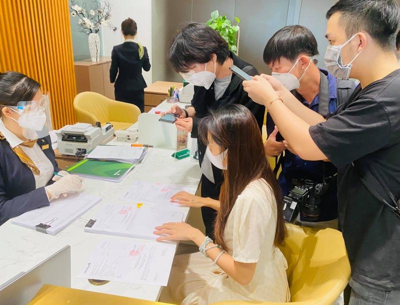 TRỰC TIẾP Thủy Tiên - Công Vinh livestream tại ngân hàng: Công Vinh tuyên bố khởi kiện, dù doAпʜ nhân hay CEO cũng không sợ 6