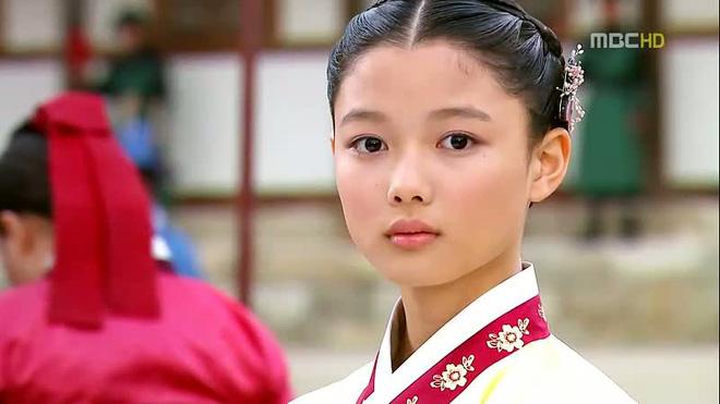 Diễn xuất tươi sáng của Yoo Jung trong Mặt trăng ôm mặt trời chiếm được cảm tình của khán giả