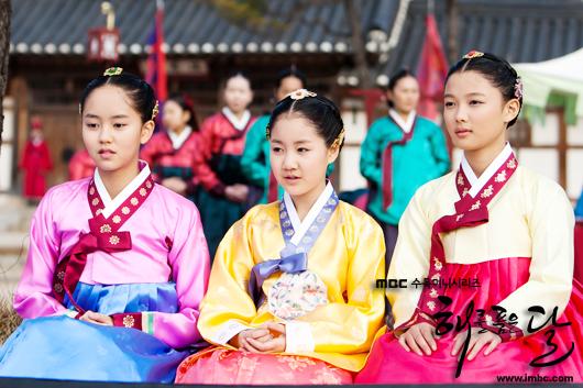 Bộ 3 diễn viên nhí: Kim Soo Hyun, Ji Jin Hee, Kim Yoo Jung