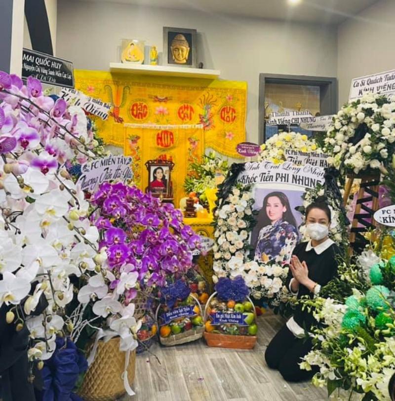 Lễ viếng Phi Nhung ngày 2/10: Nhật Kim Anh đến thắp hương sau ồn ào tiền phúng điếu 3