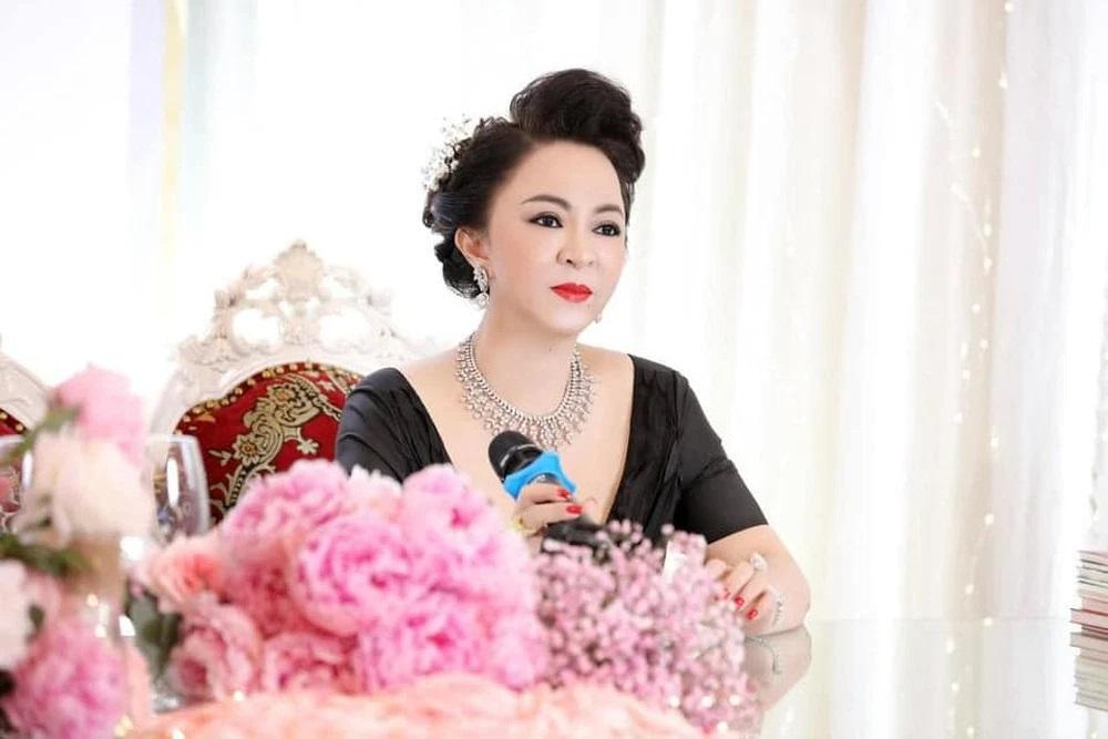 Bà Nguyễn Phương Hằng.