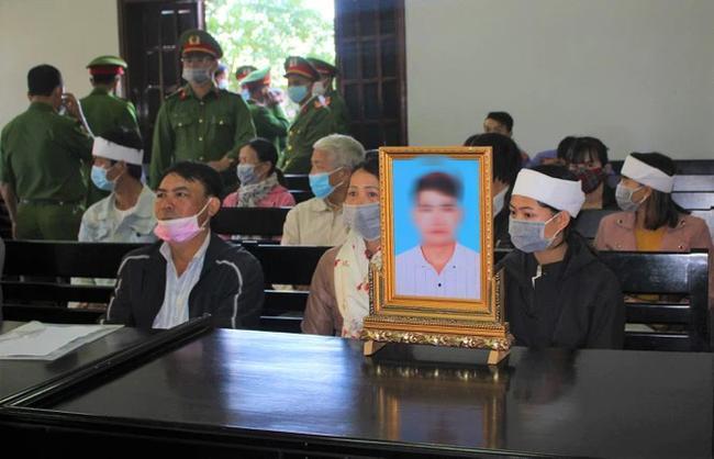 Gia đình nạn nhân Trần Nho Vương