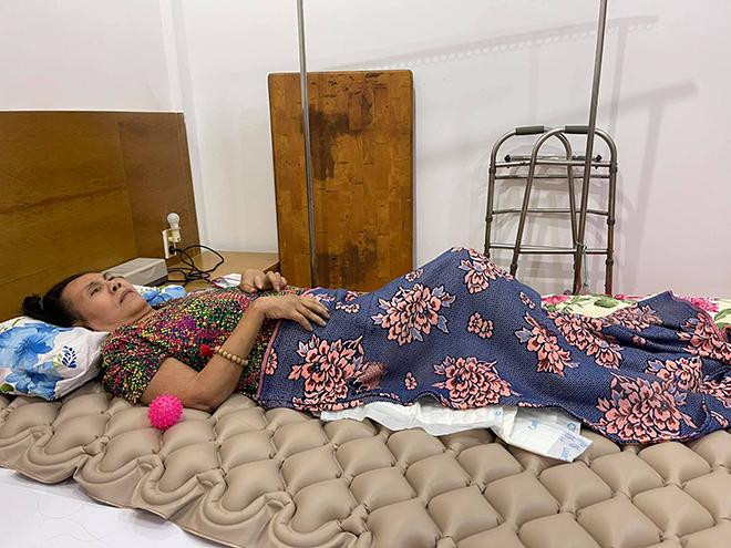 Hình ảnh trên giường bệnh của diễn viên 'Sóng gió cuộc đời'.