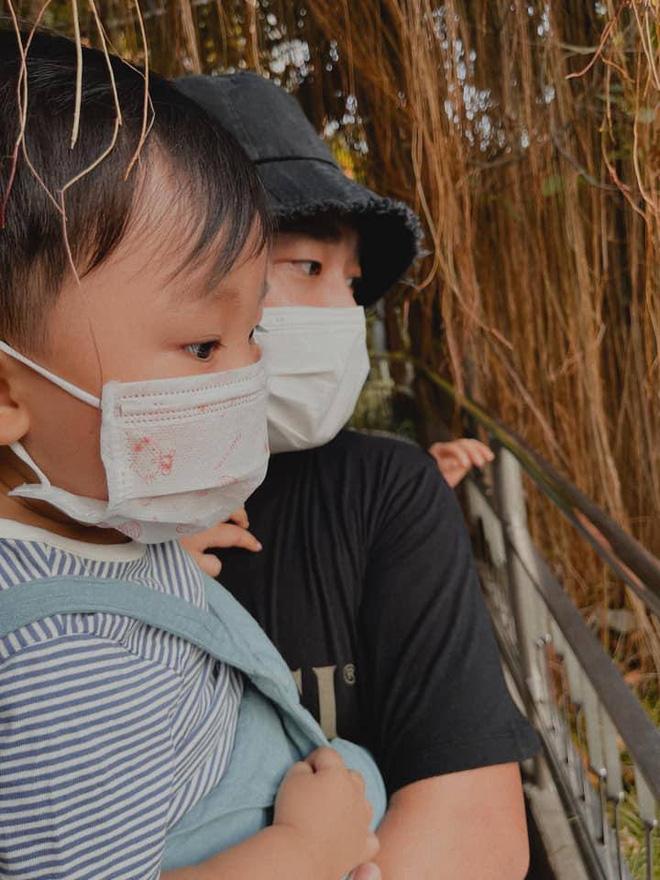 Dù công việc bận rộn nhưng Minh Hải luôn tranh thủ đưa con trai cưng ra ngoài vui chơi