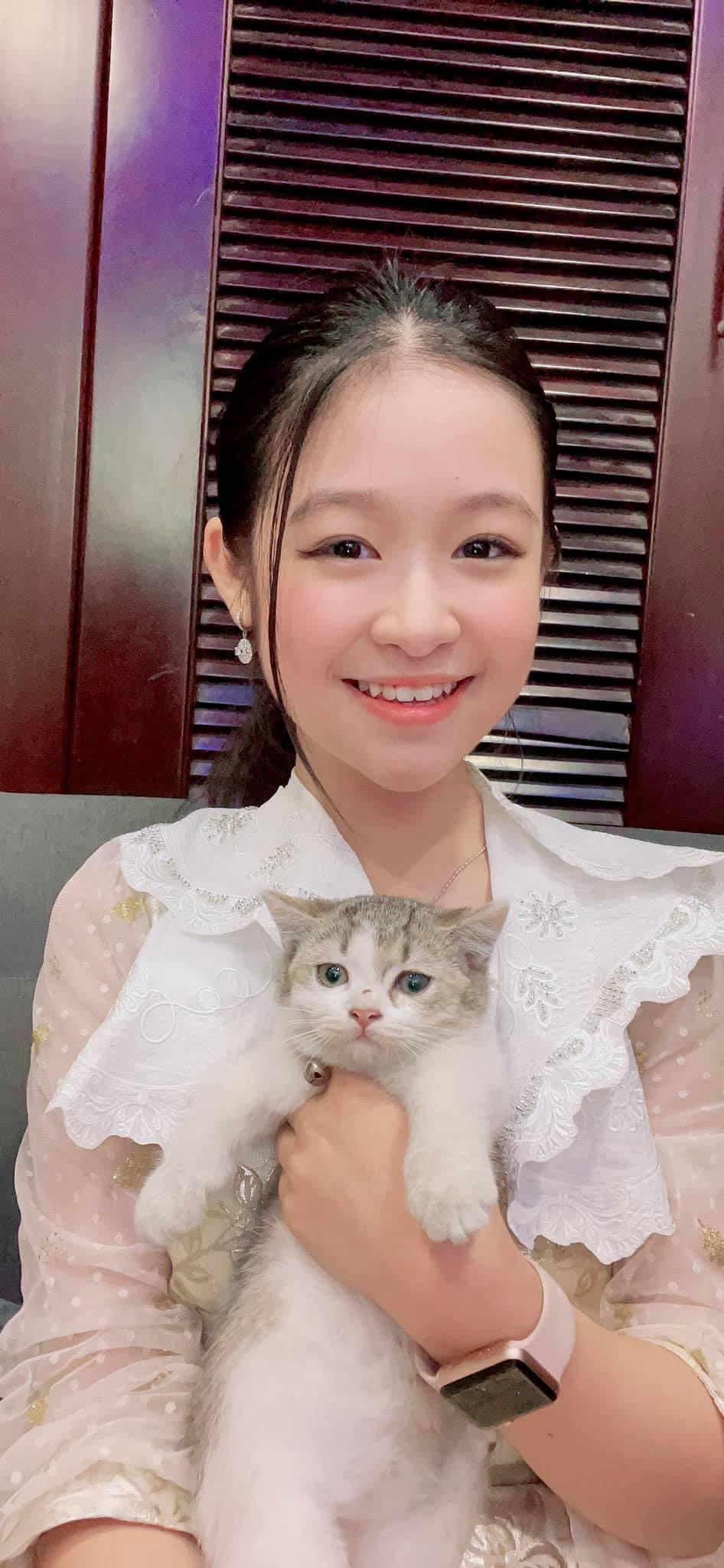 Cô bé Hoa khôi nhí Tây đô 13 tuổi mua chung cư cao cấp cả tỷ đồng ở Sài Gòn tặng mẹ 4