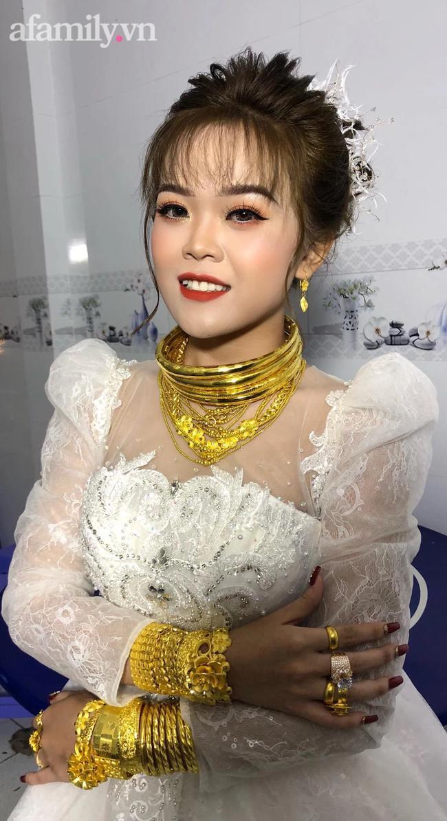 Cô dâu 18 tuổi được tặng 20 cây vàng đeo trĩu người gây bão: Tiết lộ thêm về khoản tiền mặt bố mẹ chồng cho thêm ở đám cưới! 1