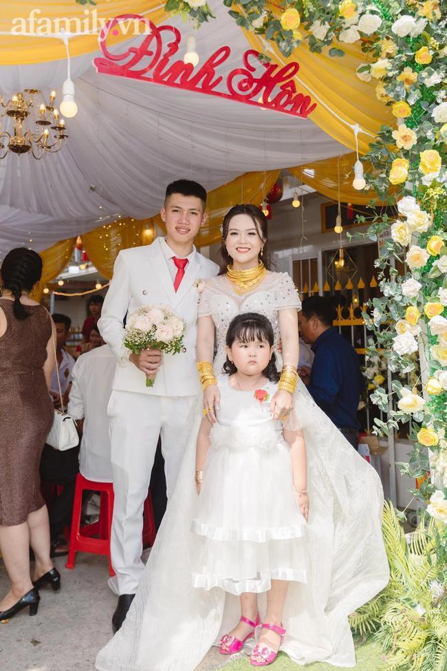 Cô dâu 18 tuổi được tặng 20 cây vàng đeo trĩu người gây bão: Tiết lộ thêm về khoản tiền mặt bố mẹ chồng cho thêm ở đám cưới! 9