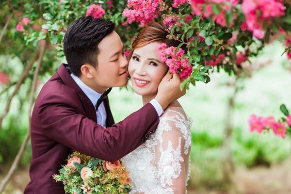 Vừa khoe gương mặt đã khỏi bị lệch, cô dâu Cao Bằng 64 tuổi lại hé lộ hình ảnh cho thấy mối quan hệ của chồng 'phi công' với con gái ruột 0