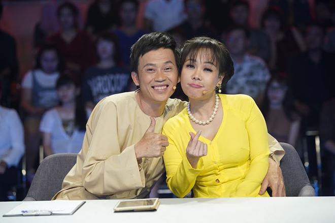 Việt Hương thân tình với Hoài Linh cả ở trong cuộc sống lẫn đời thường.