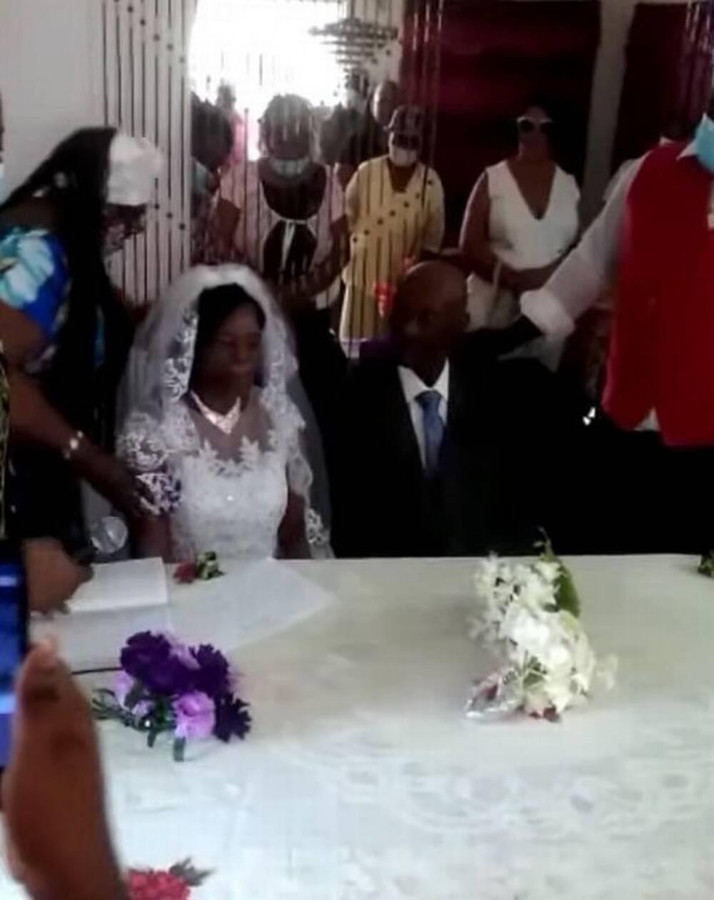 Cụ bà 91 tuổi đã chấp nhận lời cầu hôn của ông Calgent sau khi được gia đình thuyết phục.