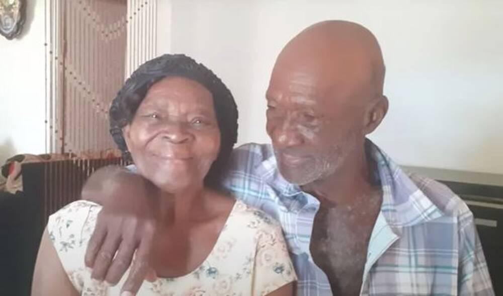 Gia đình hai bên đều ủng hộ và chúc phúc cho cặp đôi này.