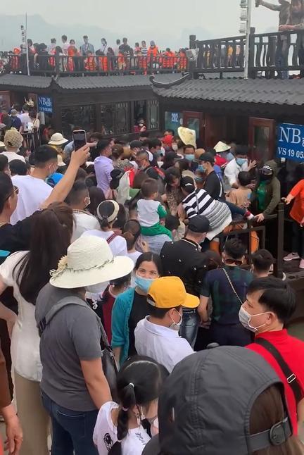 Chùa Tam Chúc - ngôi chùa lớn nhất thế giới 'thất thủ' ngày cuối tuần bởi đám đông hàng vạn người chen chân đi lễ 3